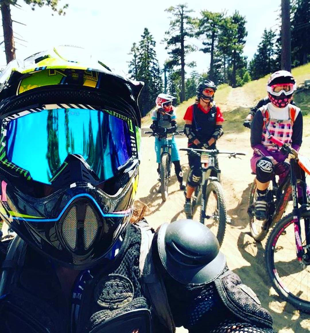 #Repost @girlz_gone_riding ・・・ Waiting to drop into Turtle with the girlz.  A new favorite trail of mine. All berms & super flowey!  #GGR #girlzgoneriding #ladyshred #zoicclothing #kaliprotectives #ridepetalpower #snowsummit #morewomenonbikes