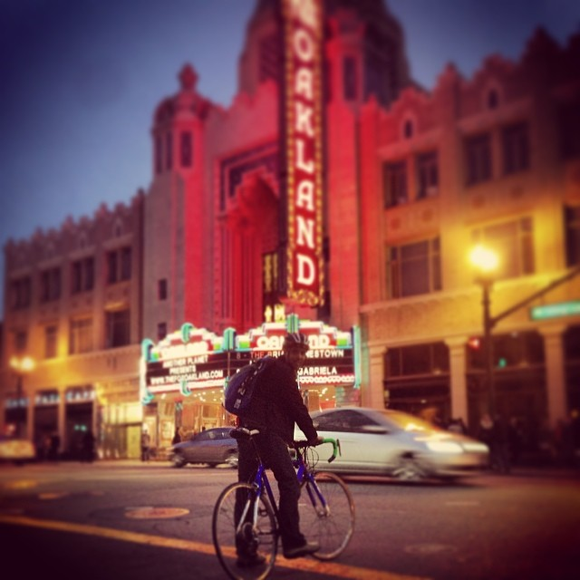 #nightride  #oakland is even better at night.  #mafiabackpack #bike #sanfrancisco #santilarompe