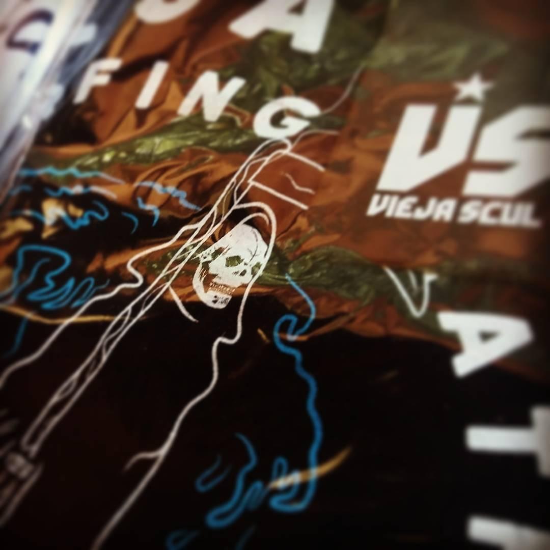 Surfing Death. #ViejaScul primavera/verano 2017. Para adquirir nuestros productos podes hacer tu consulta comentando cualquiera de nuestros post.  #illustration #new #tees #summer #verano #tshirt #Shirt #dibujo #ilustración #diseño #oldschool...
