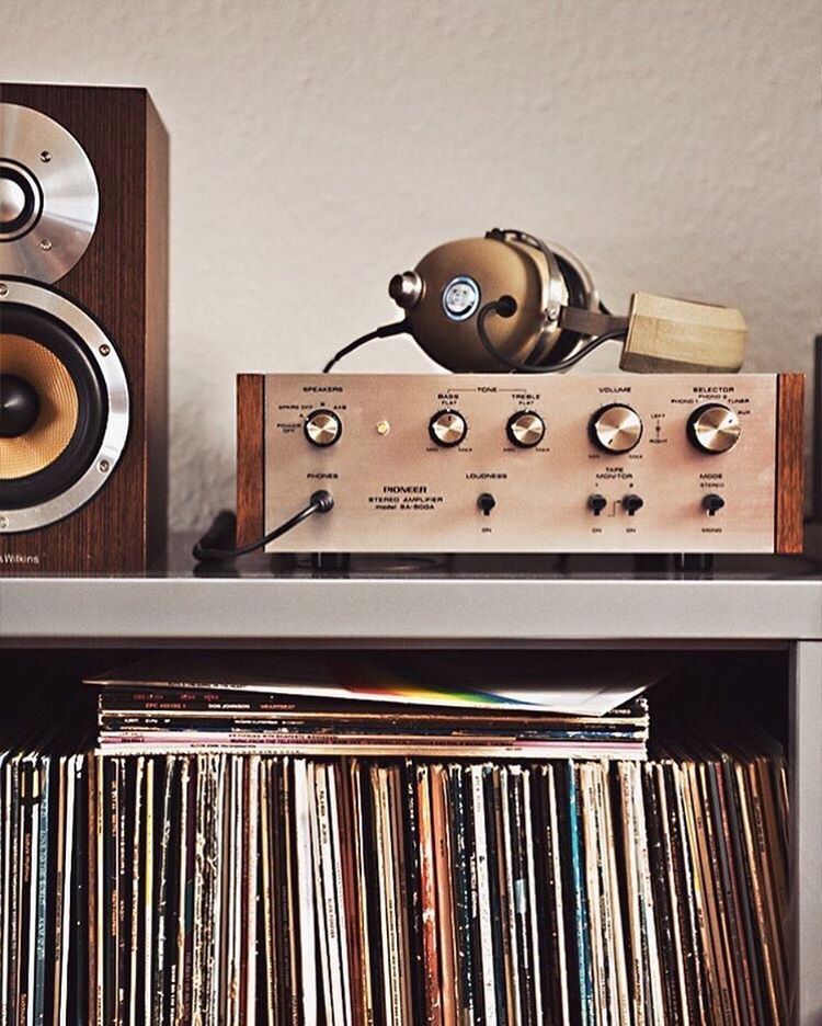 A N A L O G > D I G I T A L | Whether it's putting down our screens, putting pen to paper or spinning some vinyl, we usually prefer kicking it old school. | #Repost via @indoek
