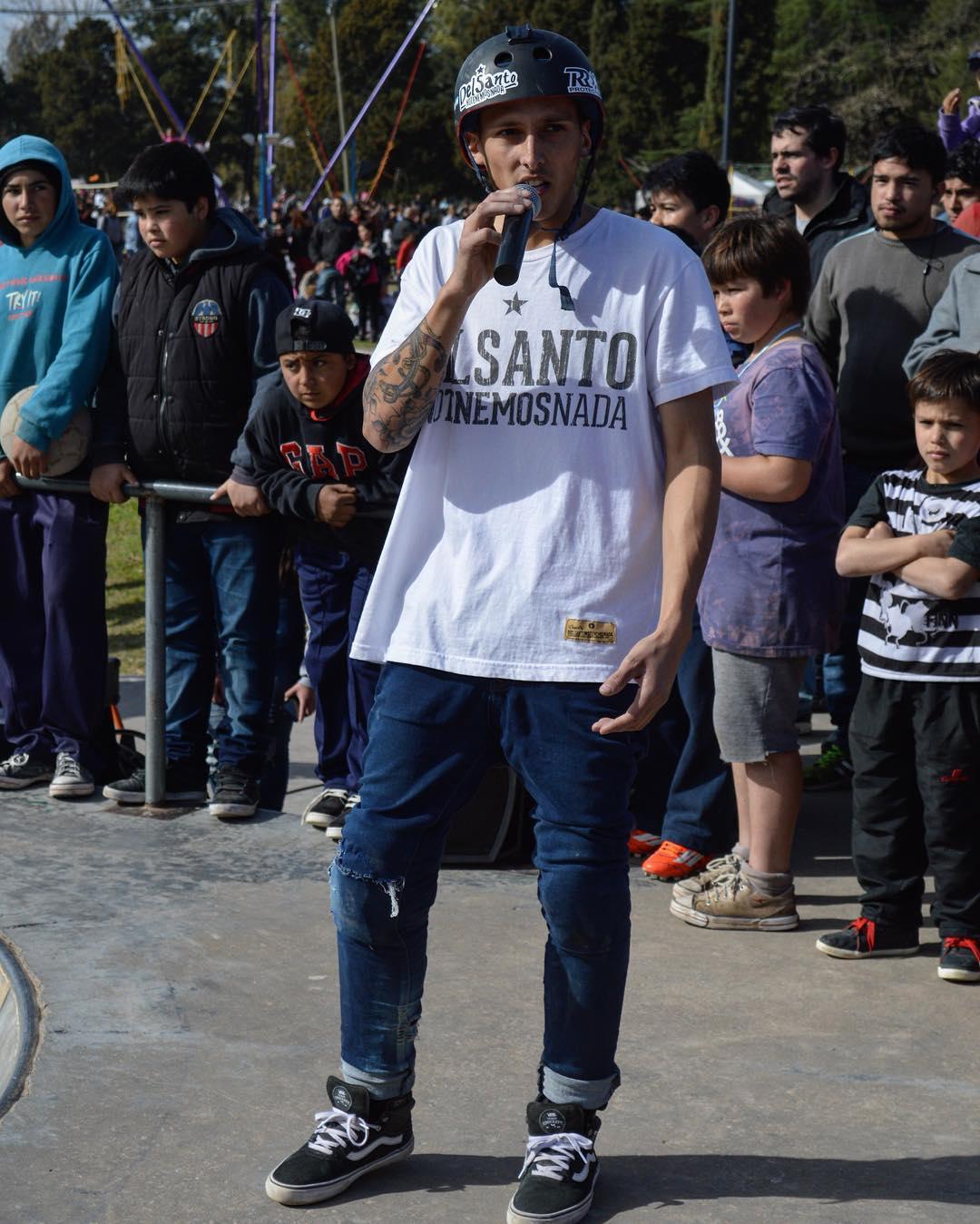 En #pergamino se armo un gran evento de bmx y skate y obiamente #delsanto estuvo presente apoyando el deporte  Gracias a @nicodelacosta  por toda la verdad muy agradecidos  #delsanto #pergamino #bmx #skate #tbt