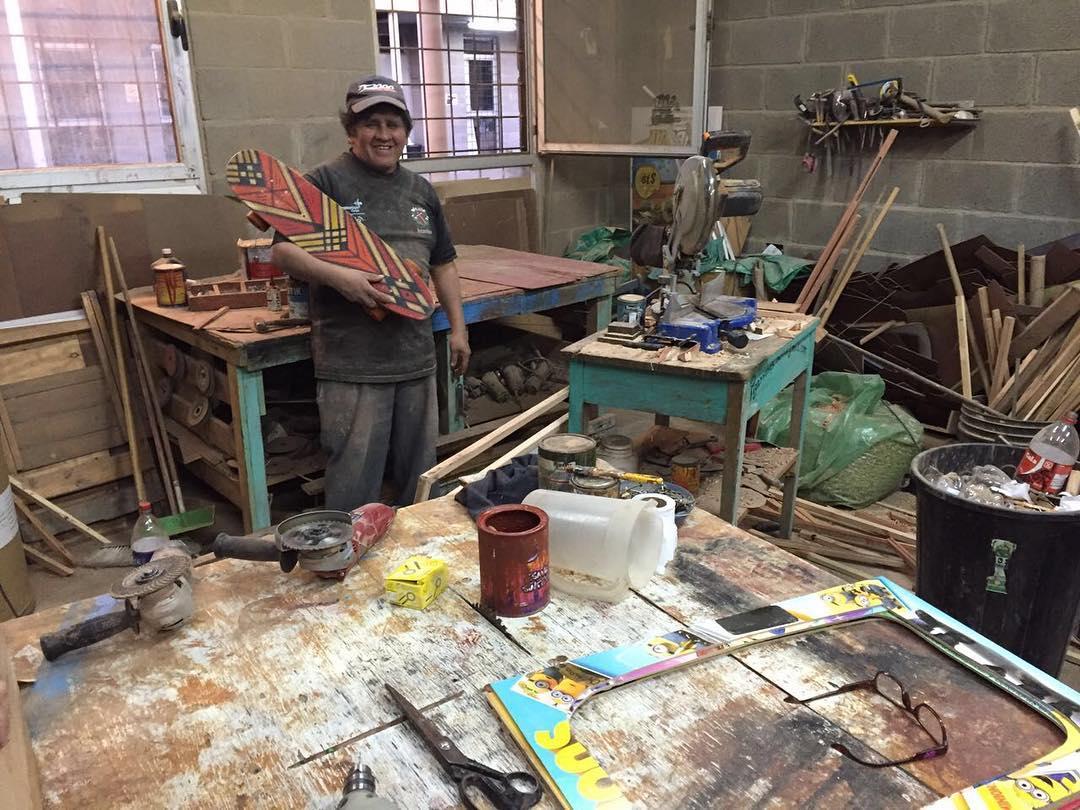 Don francisco, el carpintero de pizarras y proximamente de skates de Piletones . . . . . #nofilter #carpintero #wood #socialeconomy #piletones #wood #yosoydibago