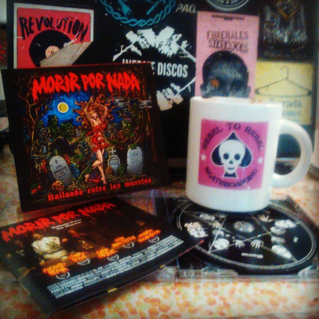 """Morir por nada """" bailando entre los muertos"""" CD  Gracias monch!"""