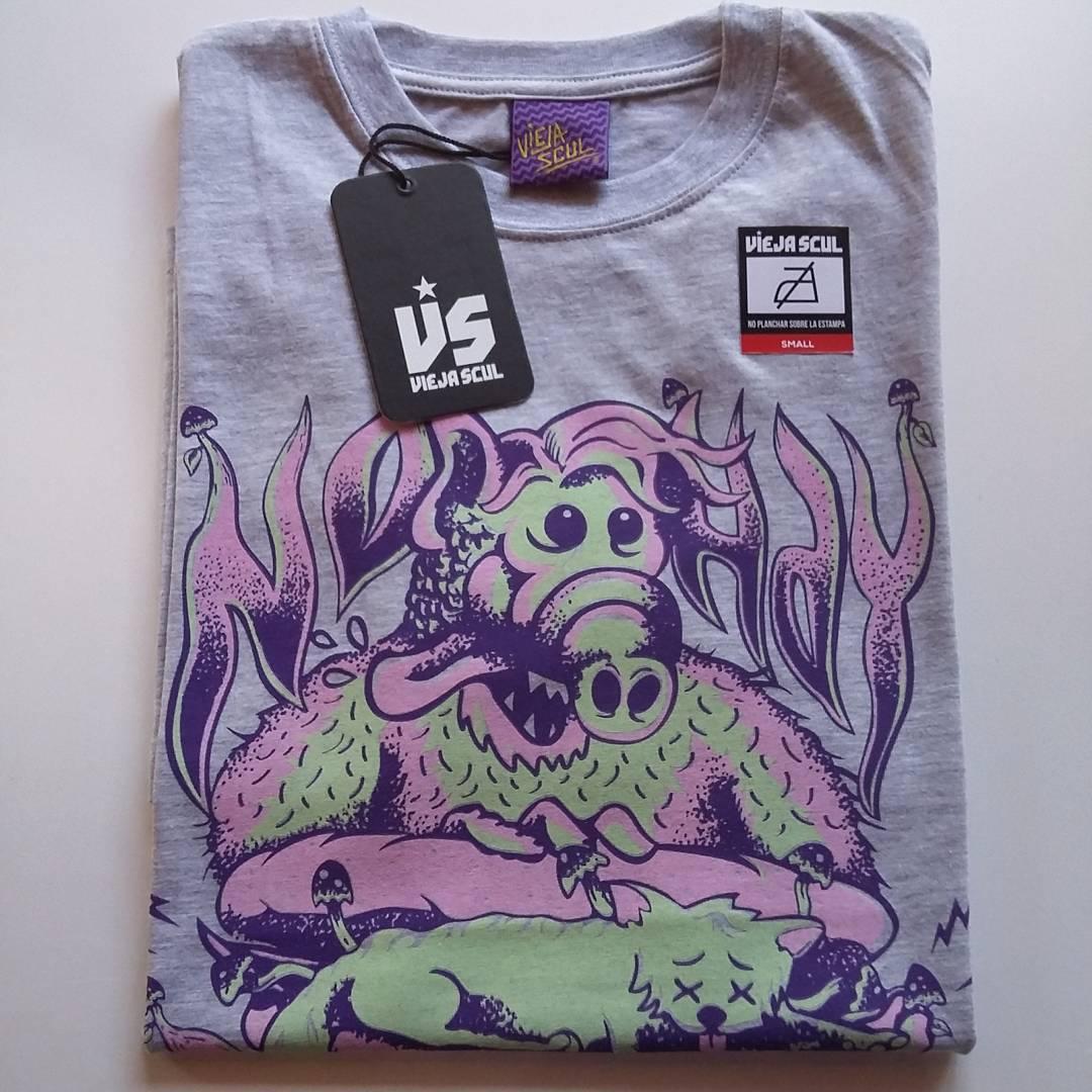 Este diseño también es parte de la nueva temporada primavera/verano 2017 de #ViejaScul  Para tenerlo en tu local hacé tu consulta! #illustration #new #tees #summer #verano #tshirt #Shirt #dibujo #ilustración #diseño #tipografia #serigrafía #original...