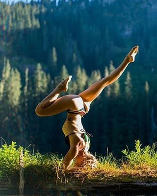 #getoutthere… and get balanced!|| @pnw.yogini608 in our Casita Boything and Tira Halter ||