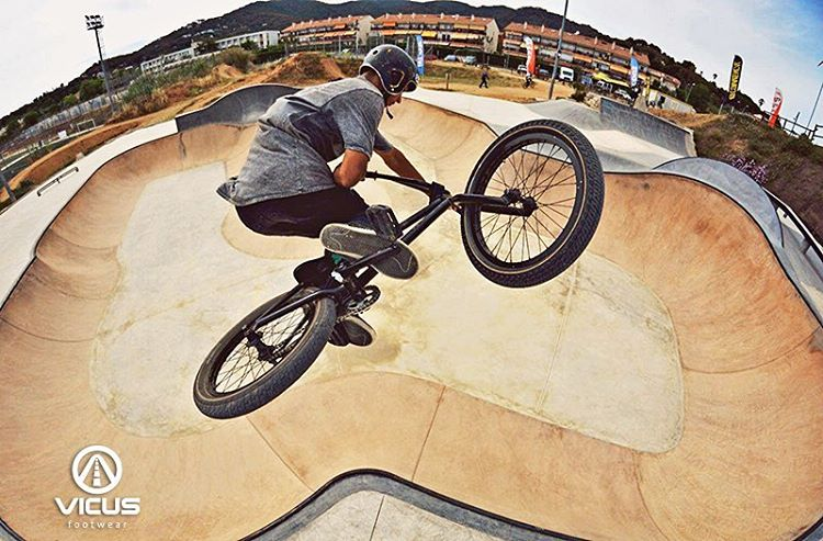 -FLY- Tabletop by @alan_bernardobmx. #BMX
