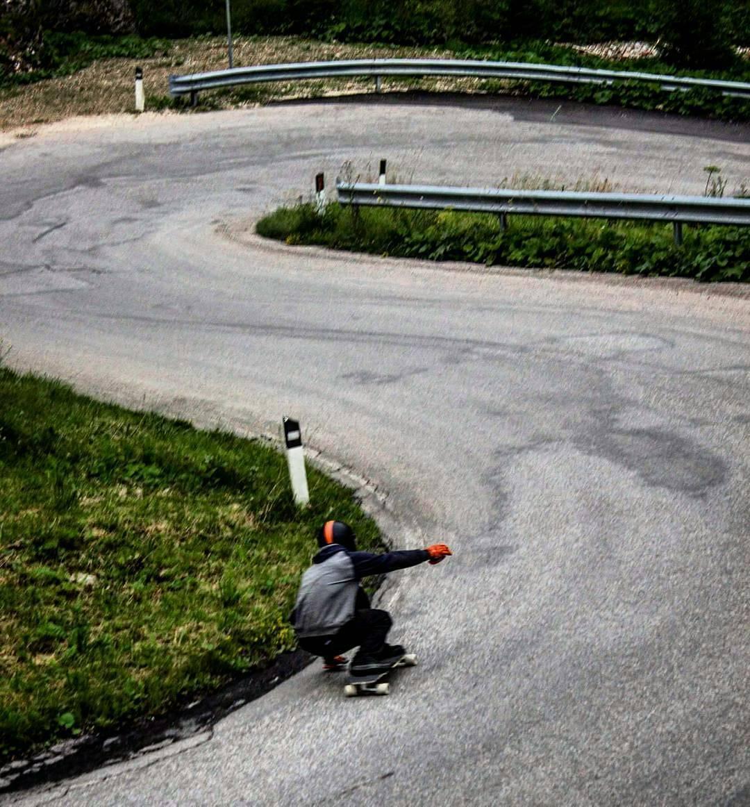 @niko_dh on a 10km downhill run in the Dolomites in Italy! #PredatorHelmets #DH6  #harfangwheels #HarfangAbsolute