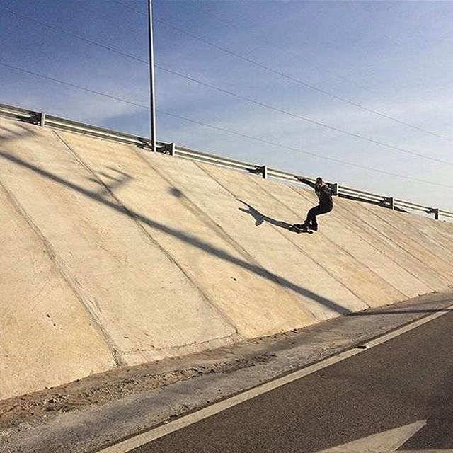 Sessão pelas ruas de Floripa com @sergioyuppie. Foto by @fernandoyuppie. #qix #qixskate #skateboardminhavida #skate