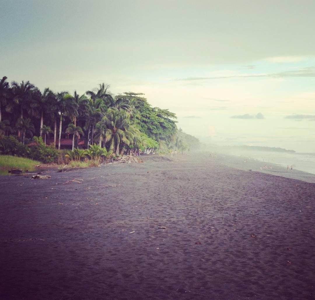 Playa Hermosa, Costa Rica. #maetuanis #surf #surfing #surftrip #playahermosa #costarica #puravida
