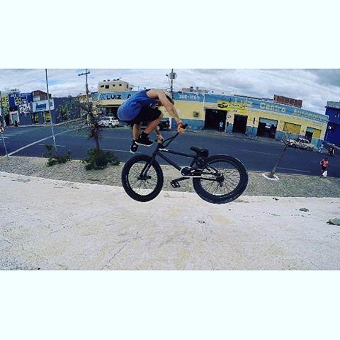 Lunes para un Opoo Donwside whip de nuestro rider @brianboghosian