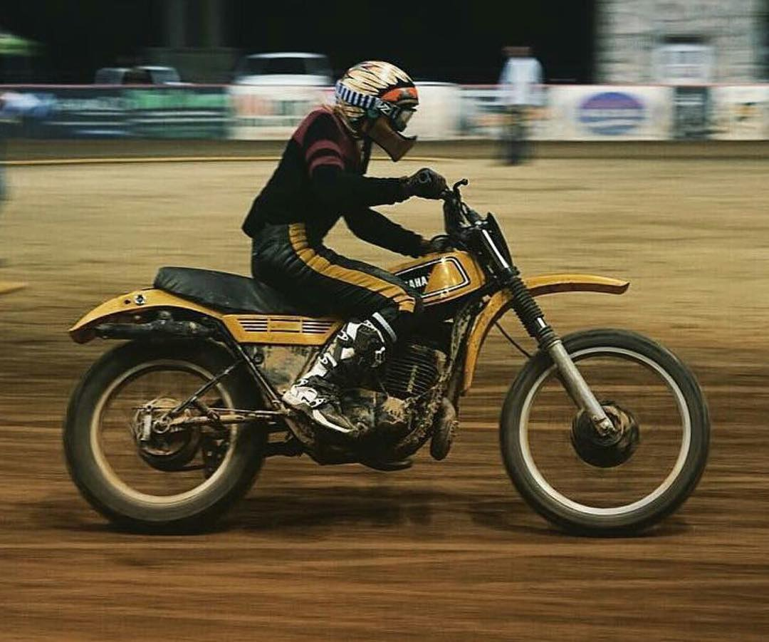 This weekends #FlatTrack race with @hellonwheelsmc was a super fun time. Both the girls and the guys made the short track a small circle of smoke, flying dirt, and good times. Here's @anyavioletuniverse turning for glory!