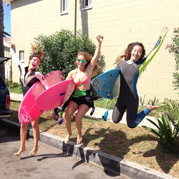 Found @alisonsadventures on the streets of #huntington and #surfing with @rachel_tominaga
