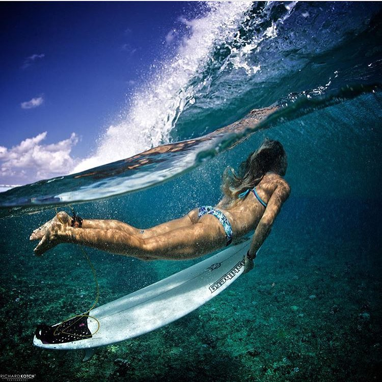 """You're never going to make it out in the line up unless you duck dive!"" Turtle -- @amy_kotch & @richard_kotch an unbelievable team! -- shop our boho surf and boho short bottom!! Follow link in bio to shop this look!"