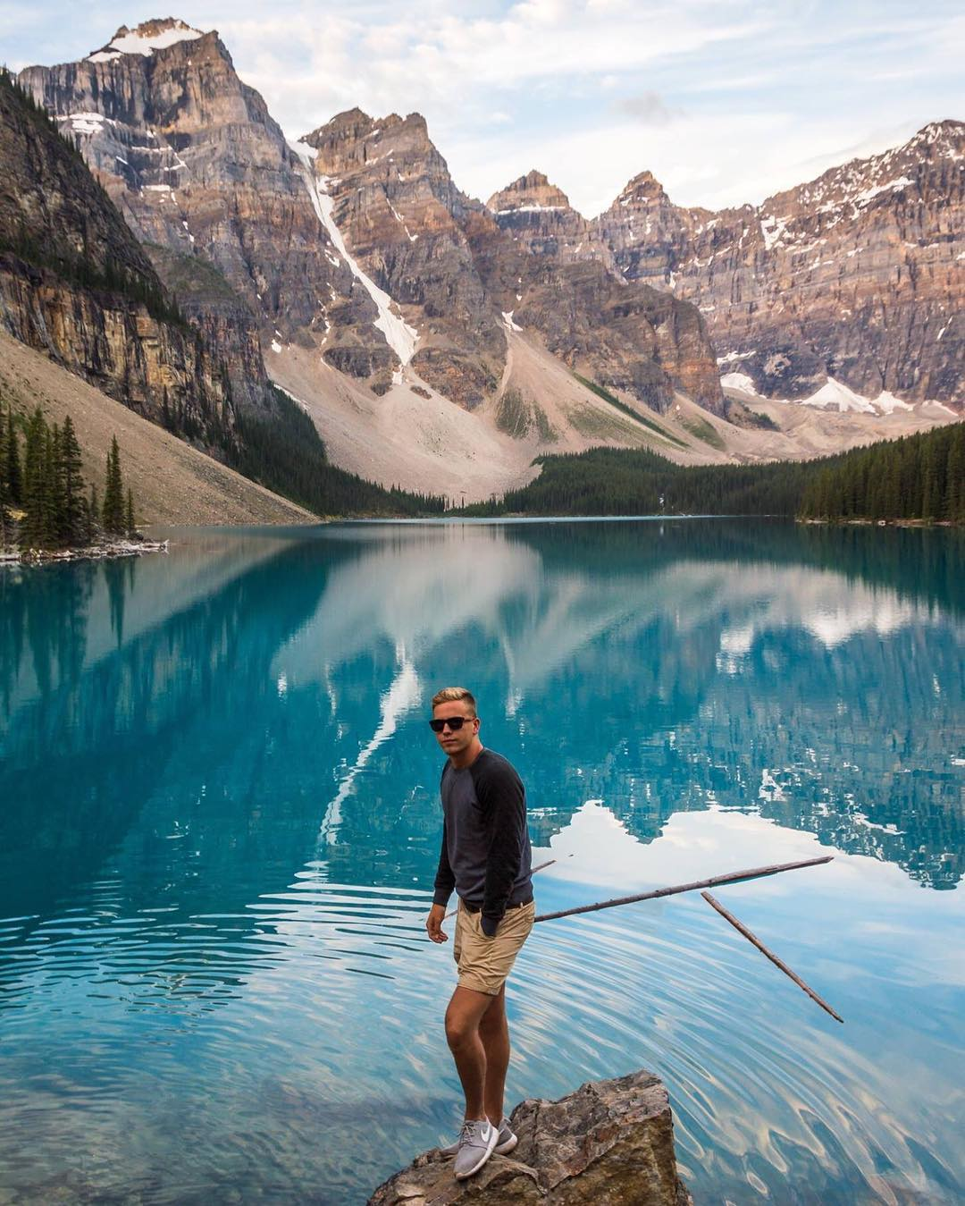 Trip to Banff, anyone? Our friend @dieuwertvanbedaf has the right idea... Exploring the Rockies at Moraine Lake!  PC: @victoraerden