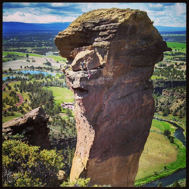 Had front row seats to watch these climbers rappel down Monkey Face in Smith Rock, OR #adventureworthy #producttesting