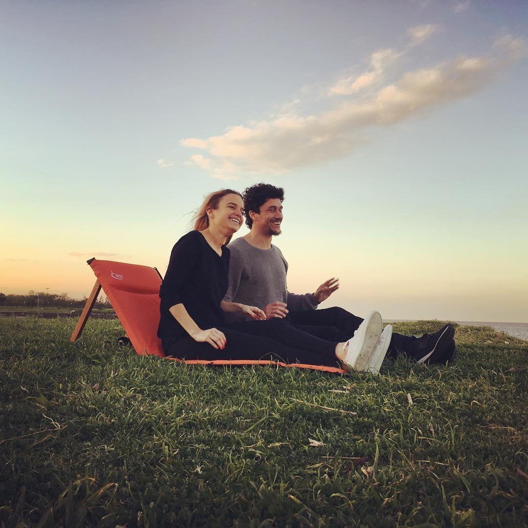 Aprovechando los días lindos con buena compañia. Charla, risas, río y atardecer. #reposeraschilly #trancastyleliving