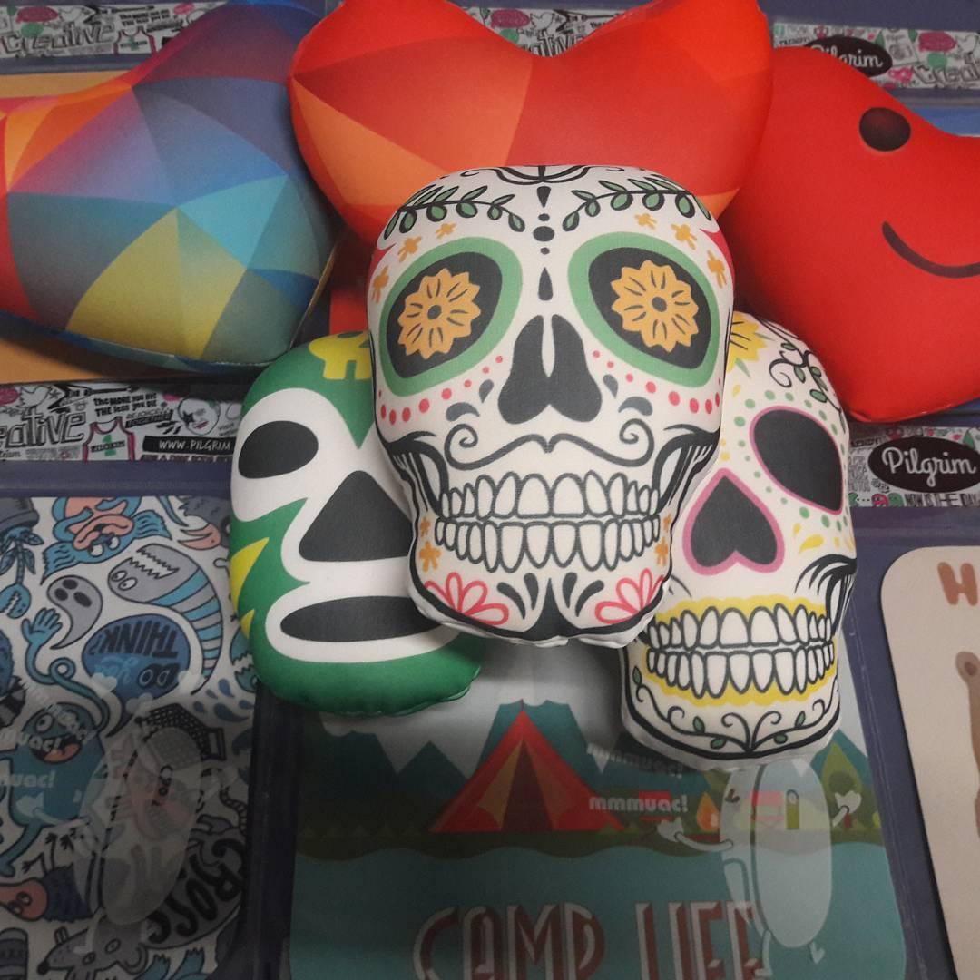 Novedades!! Calaveras, corazones, luchadores..proximamente en la tienda y en puntos de venta. #nuevosproductos #novedades #mejicanos #corazones #microperlas #regalos #pilgrim