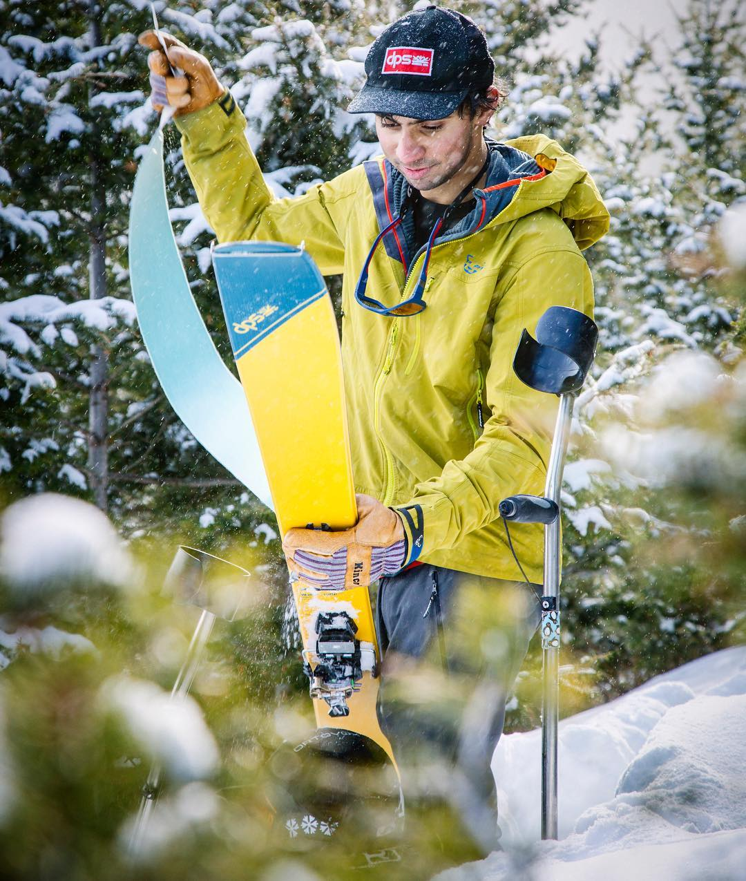 Direct from our newly assembled Alaskan Kit, is the Garage Patch Cap—perfect for big-mountain adventures, or in-town shenanigans. Follow the link in our bio and shop one today. Photo: @seth_langbauer Skier: @vasu_sojitra