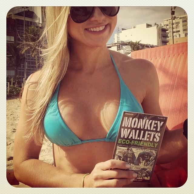 #monkeywallets #rio #brasil @monkeywallets #somostodosmacacos #garota #ipanema