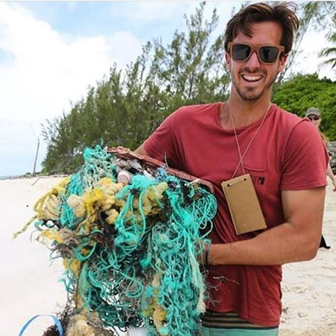 This is David, co-founder of one of our favorite brands @bureo and partners in our goal of a healthy and happy planet for us all to live on. Here David is picking up one the fishing nets that pollute the sea, causing havoc on the creatures, breaking...
