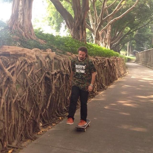 Mauricio Nava de rolê pelas ruas da China. #qix #qixskate #skateboardminhavida #skate