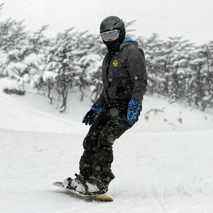 Montañas de nieve para surfear • New tricapa + zeroprene #actionsports #boardsports #board #surf #thermoskin #skateboard #nieve #montaña #ski #mountain #snow #snowboard #snowboarding