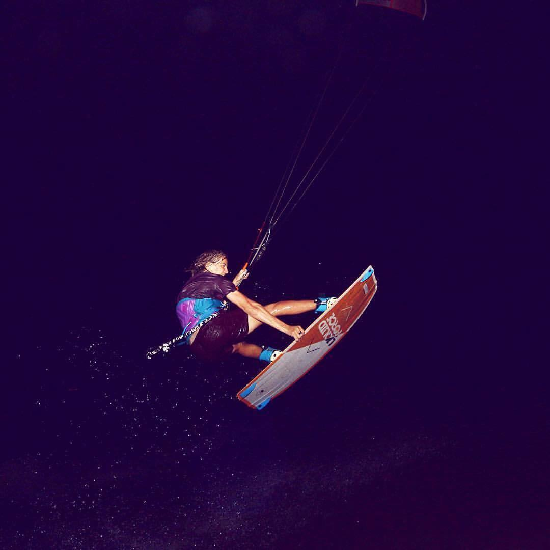 Night session para @ramirogallart en Brasil! #riderwow #lifeiswow #wake #kite