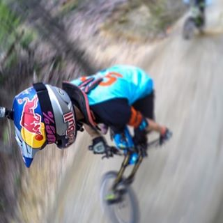 Blurry #TurnbarTuesday with @aaronchase ripping out at @thundermountainbikepark #Repost #SixSixOne #661Protection  #ProtectFun