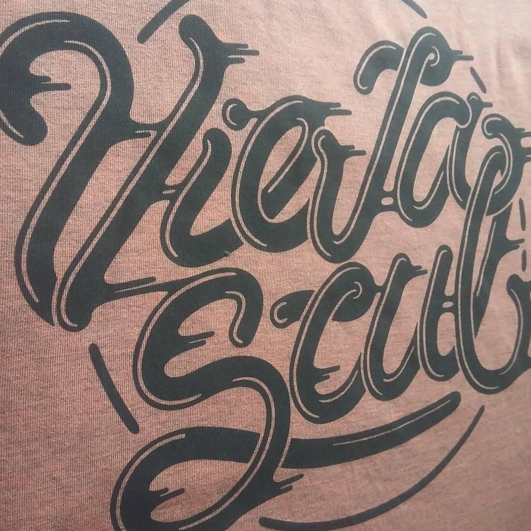 Smooth! Remera color salmón melange. También conseguís este diseño en viseras!  Para más consultas escribinos a info@viejascul.com.ar #original #clothing ##tshirt #diseño #store #sk8life #skateshop #tees #Sport #oldschool #store #skateshop #vscocam...