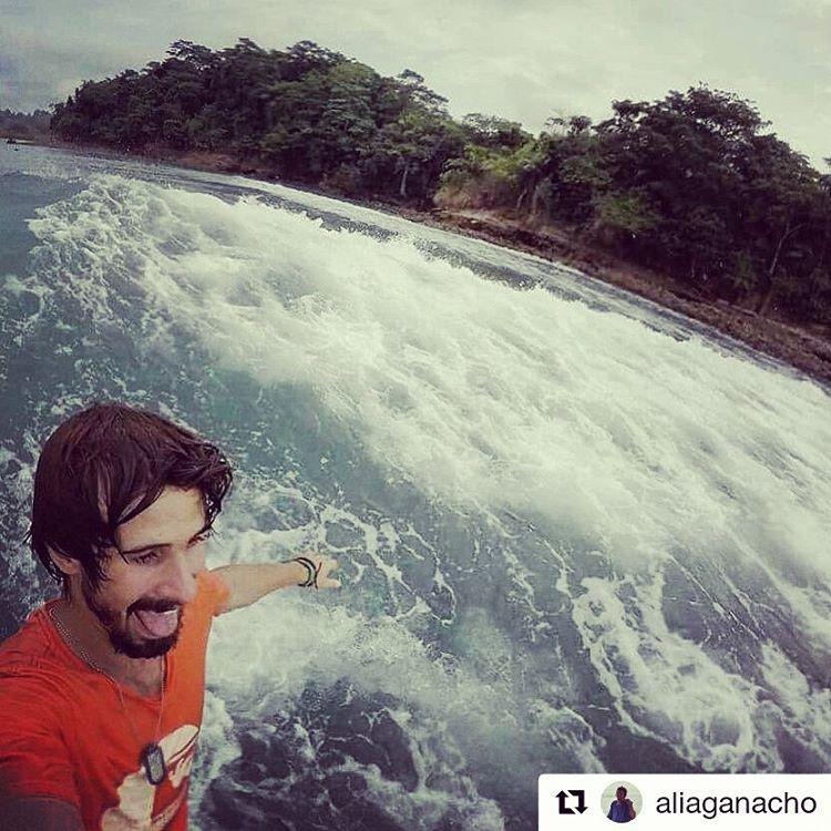 Amigos MAE x el mundo.  @aliaganacho en Mompiche, Ecuador. #maetuanis #surf #surfing #surtrip #mompiche #ecuador @hitthewavee
