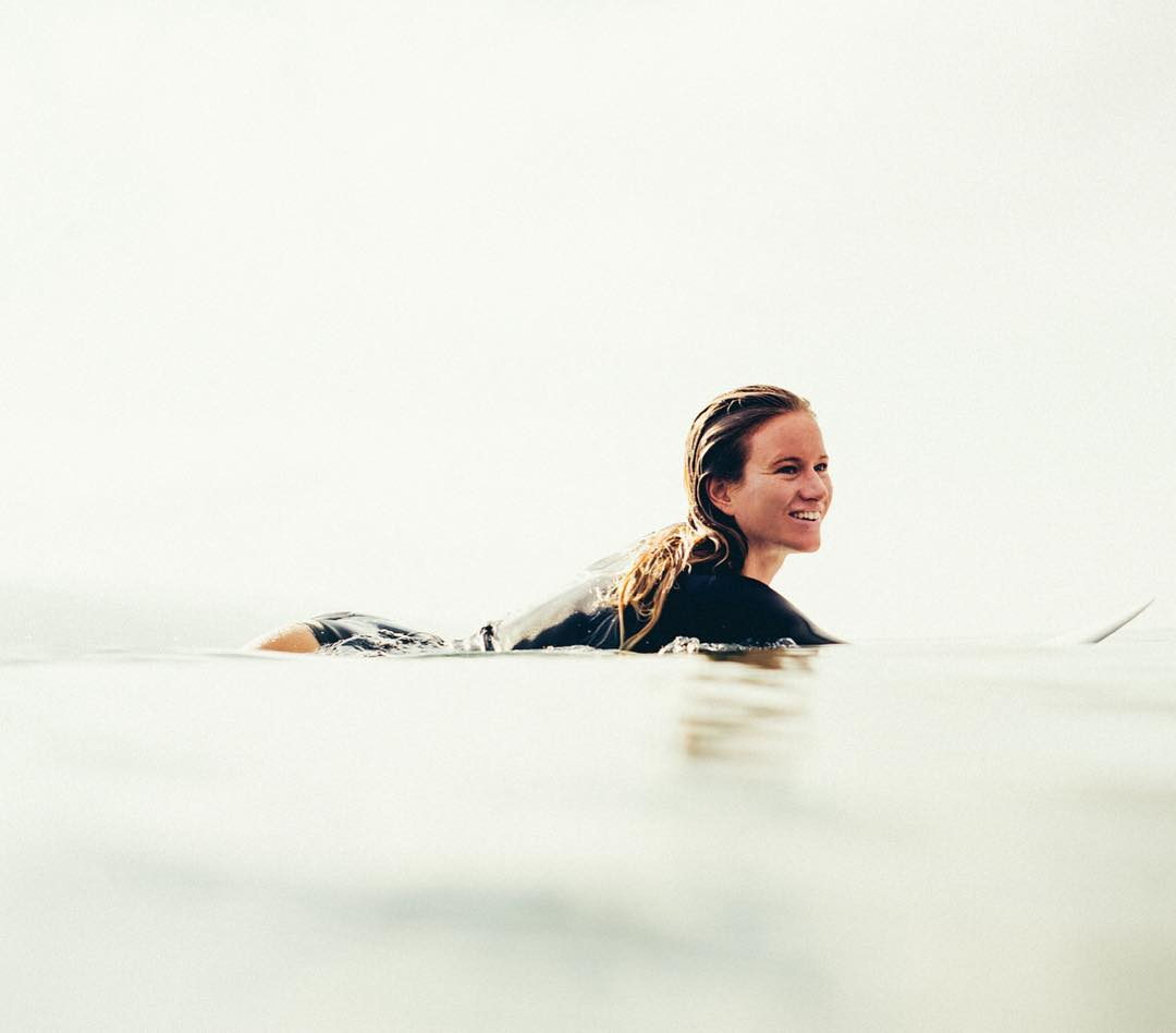 It's on! @chelseatuach, @biancabuitendag and @stephaniegilmore will hit the water soon at the #SwatchWomensPro. Watch it live on worldsurfleague.com #ROXYsurf