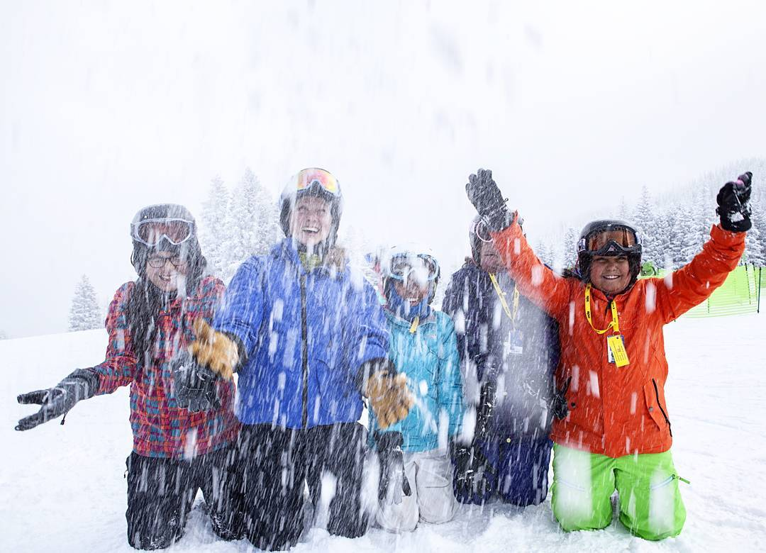 Eagle County CO is looking for awesome volunteers to make positive impacts in the lives of youth this #winter! Message us if you are interested