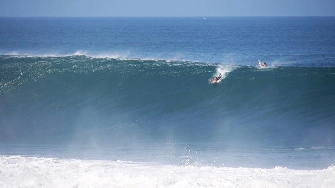 """""""Rema, si tienes miedo, rema con miedo"""". @hermanos_sangachi  #surfing"""
