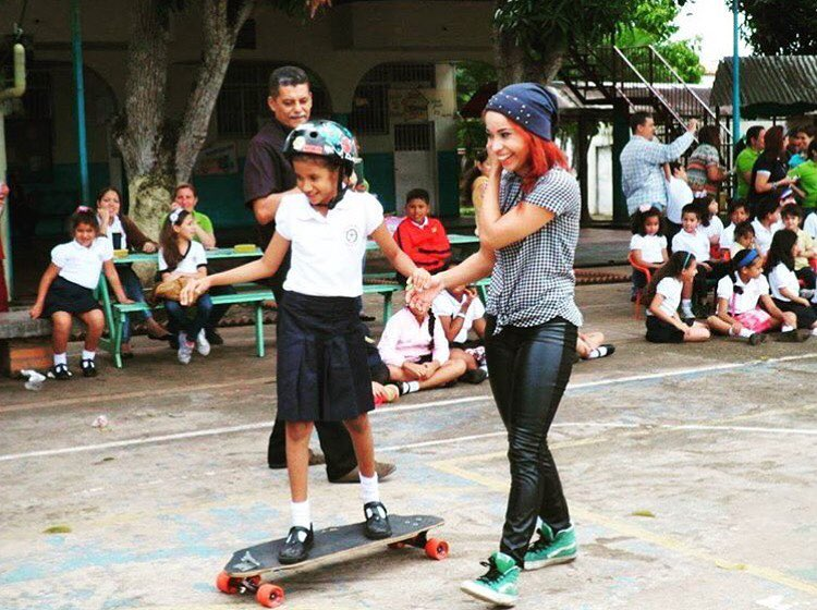 Our @longboardgirlscrewvenezuela Ambassador @olyjoplin has been bringing longboarding to schools in Venezuela, teaching kids the values in our sport and the importance of supporting each other. There's always something you can do to help