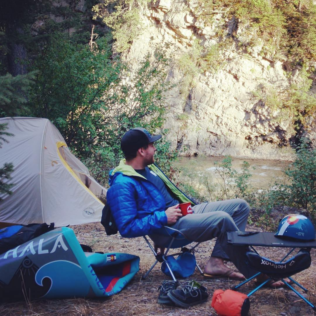 @chrisrogersvail living in a @bigagnes_ Fly Creek down by the river somewhere in Wyoming with his #halaatcha. Somehow it doesn't seem as bad as Chris Farley always made it sound.  #Wyoming #adventuredesigned #paddlewithfriends #isup #inflatable...