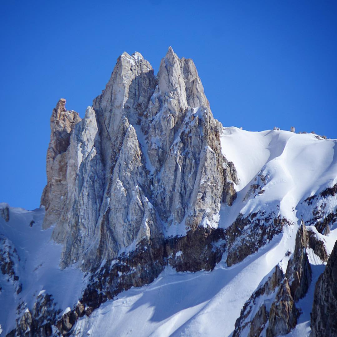 Here's to sexy mountains in sexy places that create sexy spines. Toricillas @laslenasnow // #PlantYourSoul