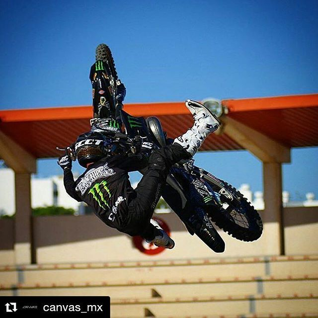 Custom Black Canvas / Adventure para nosotros!! Edgar Torronteras rockeando el viernes!! #canvasmx #poweredbyradikal  #Repost @canvas_mx with @repostapp ・・・ @edgartorronteras turnin up on a Tuesday! #CanvasMX #BrandYourself #PoweredByRadikal  Photo:...