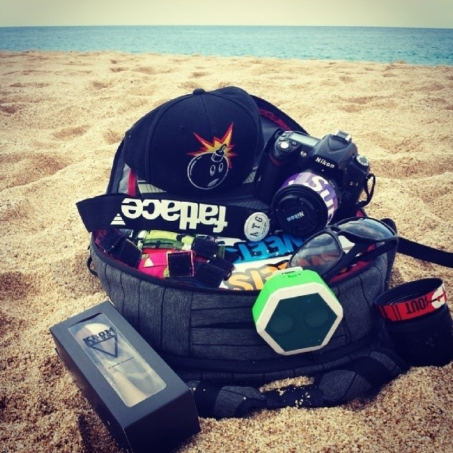 @tamahawkholster came to the beach prepared! #thehundreds #nikon #supreme #fatlace #sweets #brandsonbrands #swagphotooftheday #boombotix