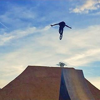 -BMX- No hands by @alan_bernardobmx.