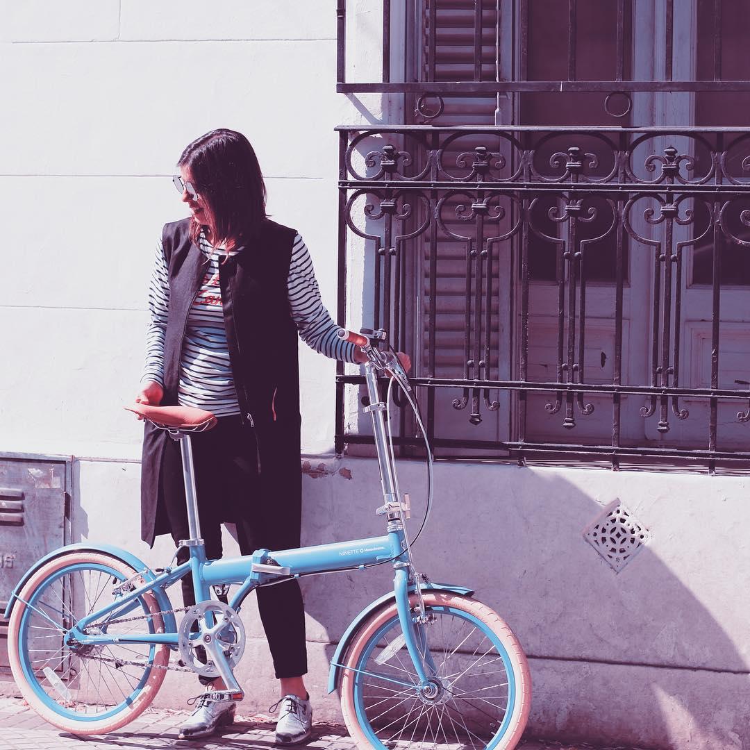 """Marou en su """"New Ninette"""" #marourivero #monochromeworldwide #monochromebikes #ilovemymonochrome"""