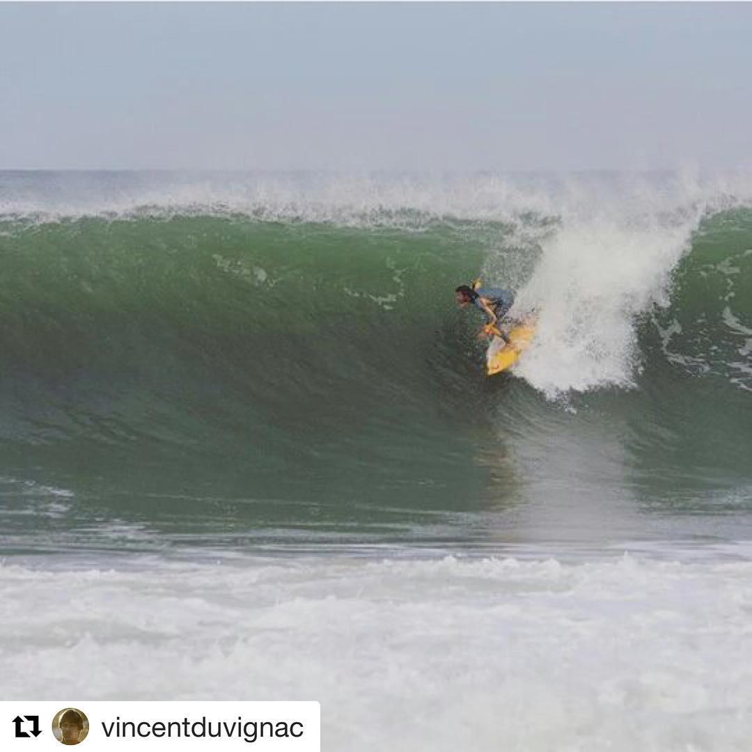 #Repost @vincentduvignac ・・・ Entre les ploufs et les splashhh. #surfing #wavetribe #stoke