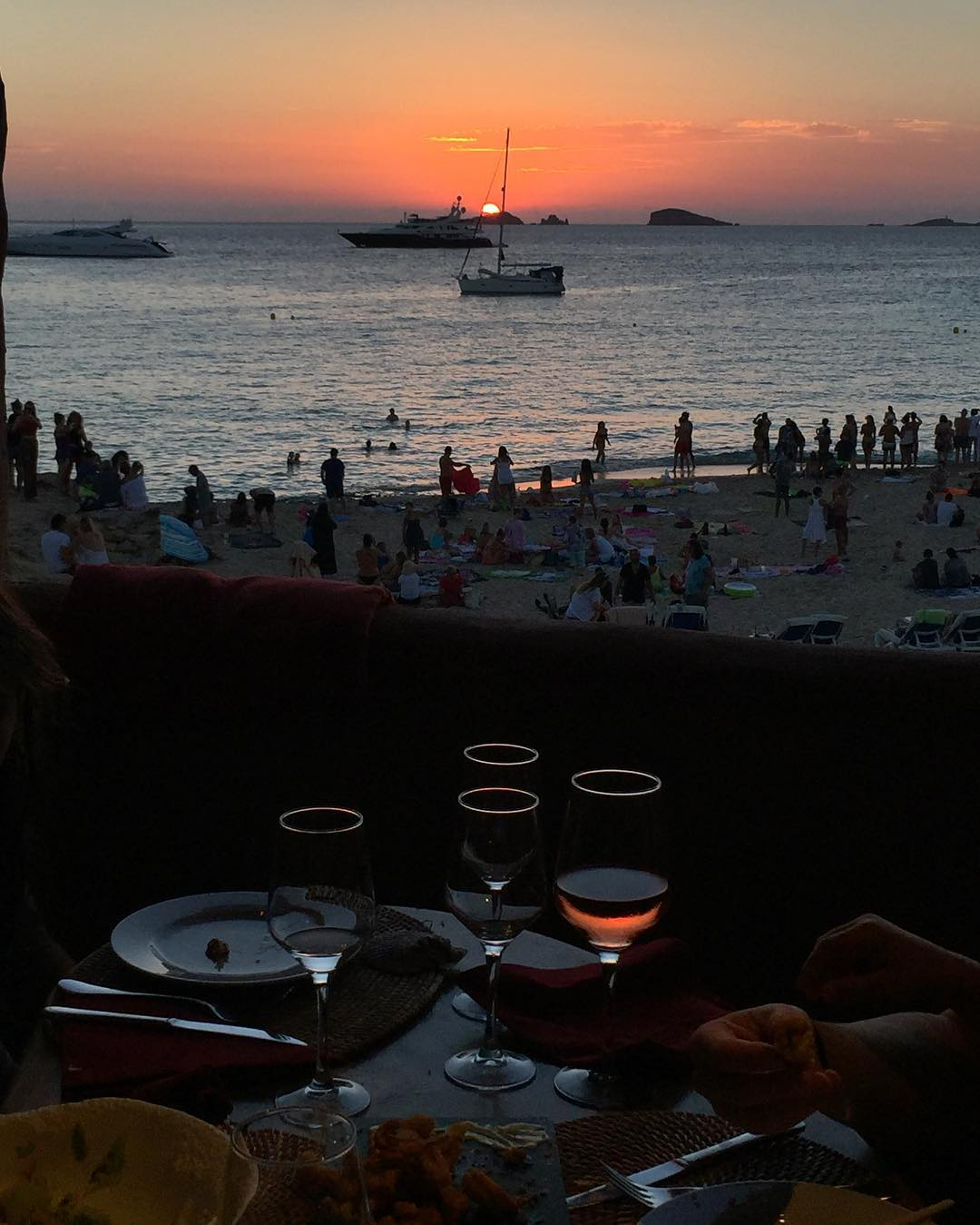 Last night's dinner view featured: this epic Ibiza sunset, topless beachgoers, and boats - of the large yacht variety. I'll be real with you, it's an amazing place to be. #sunsetporn #Ibiza #dinnerandashow