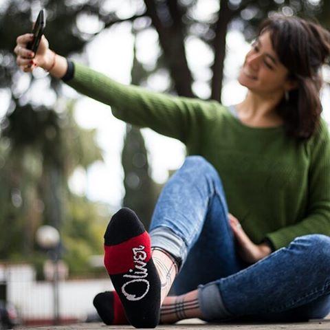 ¡Que sea al sol y con unas #OliverSocks en tus pies!  Ingresá ahora a la web, aprovechá el 20% de descuento...