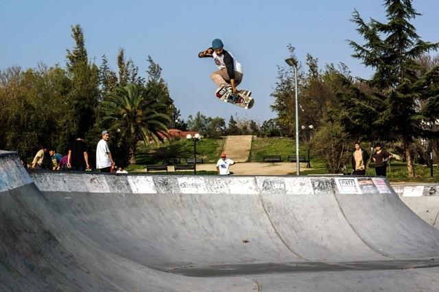 Caique Silva - Tweaked transfer em Santiago, Chile. Foto: Jovani Prochnov. #qix #qixskate #skate #skateboardminhavida