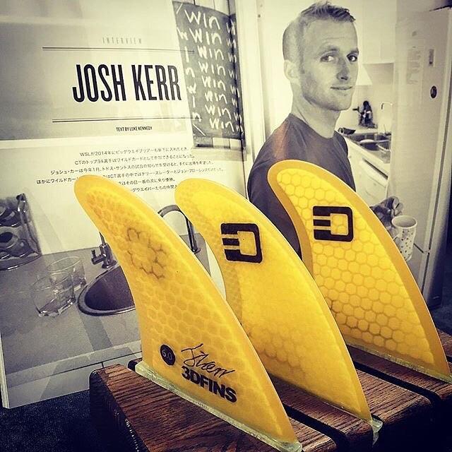"""Our Japanese friends from Oshmans.  @josh_kerr84in latest F+Surf Mag.  3DFINS """"JOSH KERR""""MODEL【MOONRAKERR XDS 6.0】 フィン側面にゴルフボールの様なディンプル加工を施すことによって、ディンプルホールひとつひとつに小さな水流が起こりさらにスピード出て、ドライブ感も増します! F+SURF CULTURE MAGAZINE 最新23号無料配布中です☻JOSH..."""