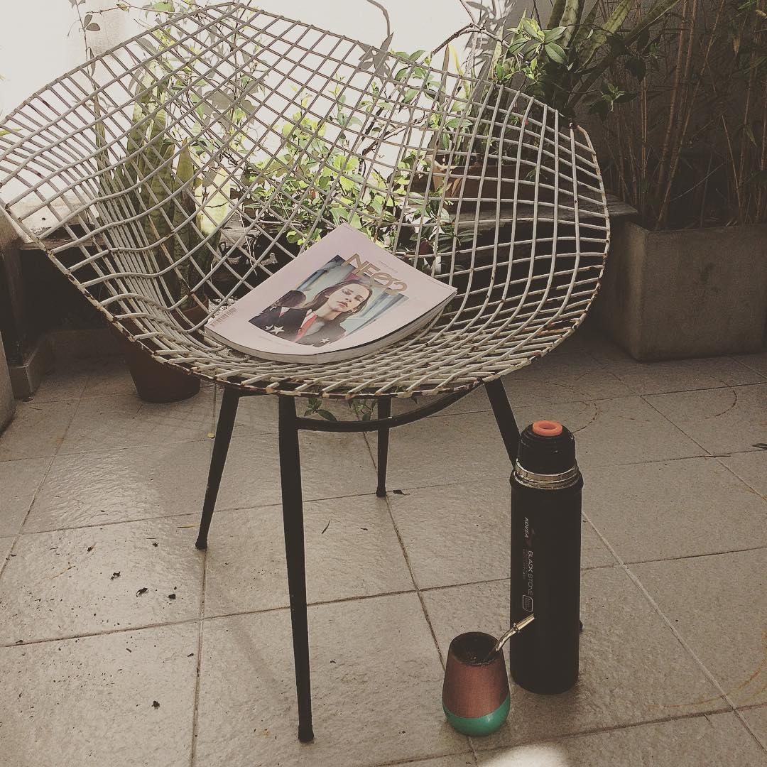 Hoy se lee @neo2_magazine con unos buenos mates! @mijo.objetos :)