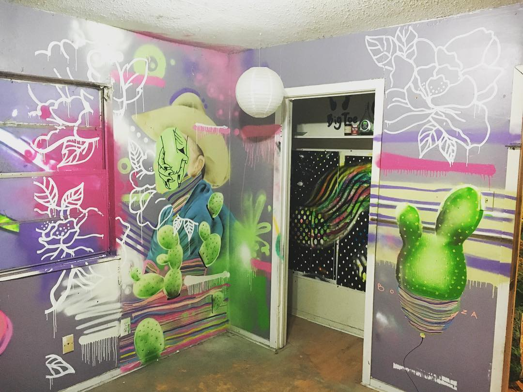 @_boza_  #extremehometakeover @mingledmediums_art (closet) • • 20+ Local ATX artists covered an entire Eastside home inside & out, top to bottom! • • #hyperlocal #art #spratx #texas #austintx #tx #community #graffiti #grafite #streetart #mural