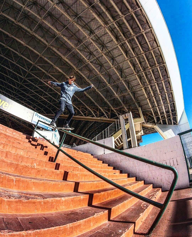@joeldecastroskt99 no solo anda en la pista... foto: @chuzafilms_sb #BelieveSkateboards #AriseSkateboarding