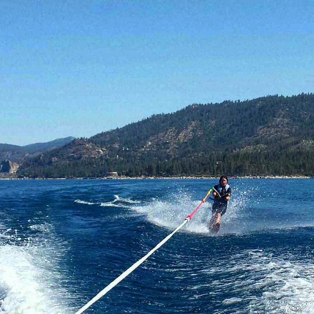 My first time single skiing was a success! I am super sore still but I can't wait until the next go! #waterskiing #laketahoe #zephyrcove  @oakley @dakine @neversummerindustries @epicbar @avalon7 #oakleynorcal @skilaketahoeca
