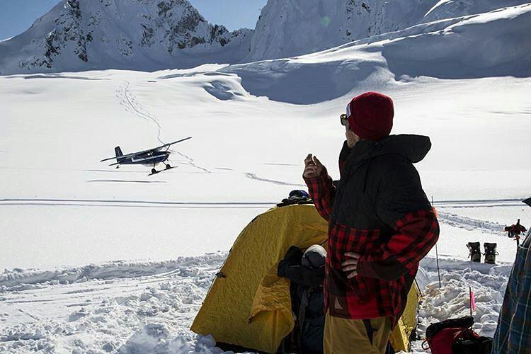 @aspenrainweaver explorea Alaska con @neffouterwear. #ForeverFun |